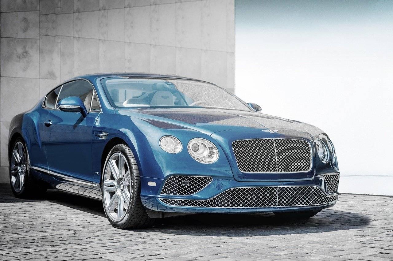 GT Bentley bleu